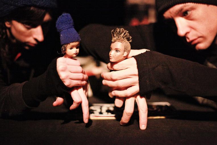 Spectacle de théâtre d'objets de la compagnie La Tortue Noire nommé Kiwi